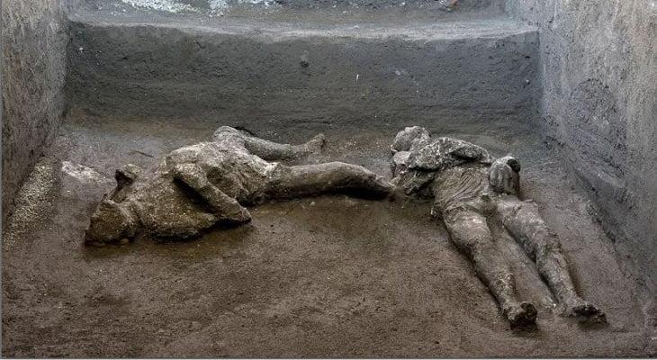 পম্পেই নগরীতে ২০০০ বছর আগের দুটি মরদেহ আবিষ্কার